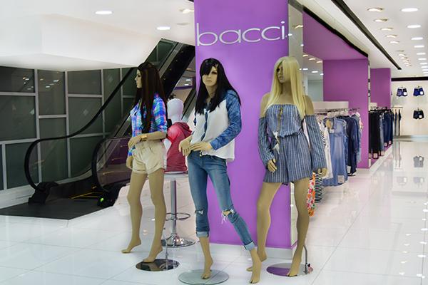 Cuando hablamos de moda y elegancia no nos quedamos atrás ya que las mujeres siempre queremos lucir bien, estando cómodas con lo que llevamos puesto